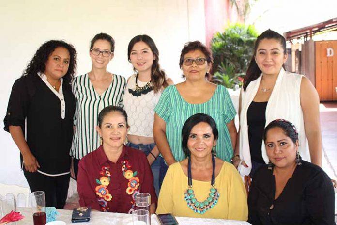 Eva Torres, Marthy Zapien, Karla Chavarría, Fernanda Zapien, Paty Sumuano, Margarita Nájera, Ary Calderón, Antje Klein.