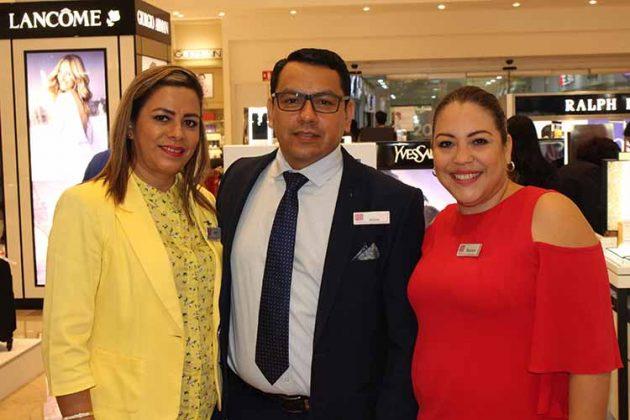 Nydia Carrascosa, Aldrin Fernández, Berenice González, jefe de publicidad.