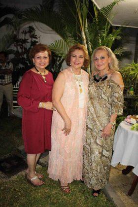 Lupita, Blanquita, Teresa Carbot.