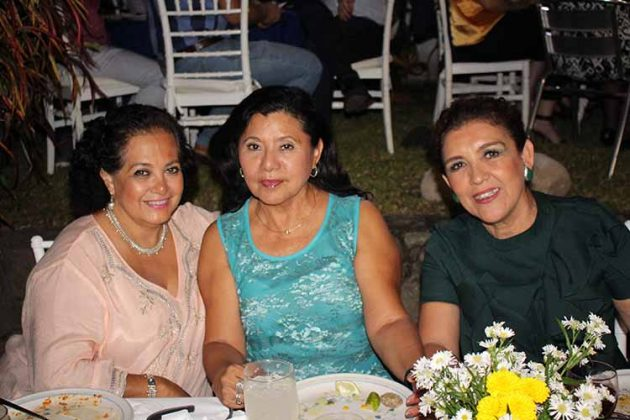 Guadalupe de Vila, Ana María Rosas, Elizabeth García.