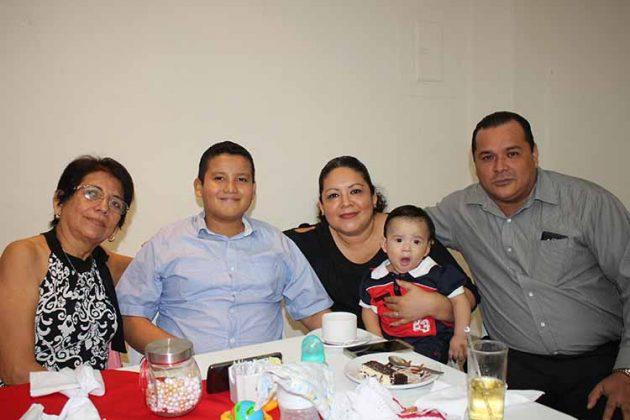 Reyna Hilerio, Jorge, Adriana Leonardo, Emiliano Zwanzinger.
