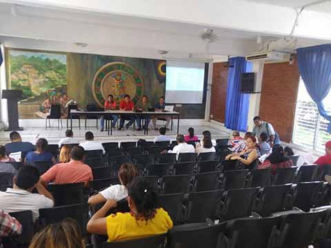 Docentes Analizan Reforma Educativa de Peña y AMLO