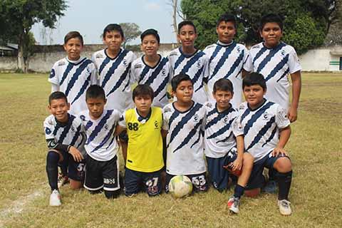 Central Deportiva Golea 4-0 a Coga FC