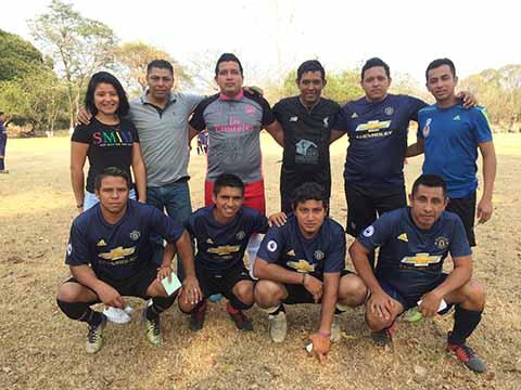 Los Amigos Golean 9-4 a La Bodeguita