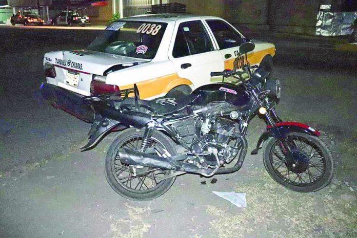 Motociclista se Estrelló por Alcance Contra un Taxi