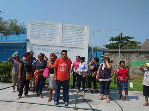 Padres de Familia Apoyan a Maestros del CETMAR Cesados por Oponerse a la Reforma Educativa