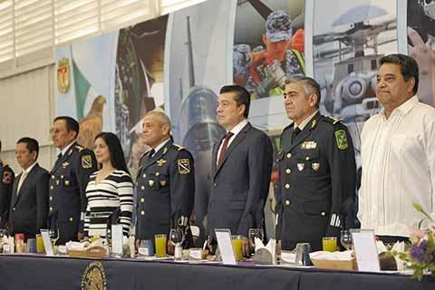El Gobernador asistió a la conmemoración del 104 aniversario de la Fuerza Aérea Mexicana.