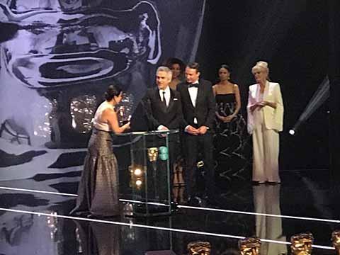 Cuarón y 'Roma' Ganan Premio BAFTA a Mejor Director y Mejor Película