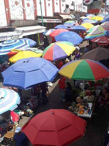 Vendedores Ambulantes se Mantienen Posesionados de la 5ª. Calle Poniente
