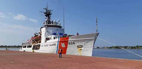 Arriba Buque de la Armada de Norteamérica a Puerto Chiapas