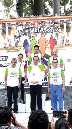 Los primeros lugares en 10K: Velázquez Ramos, 3er. Lugar; 1er. Lugar,Abdiel Mazariegos; 2do. Lugar, Kevin Escobar.