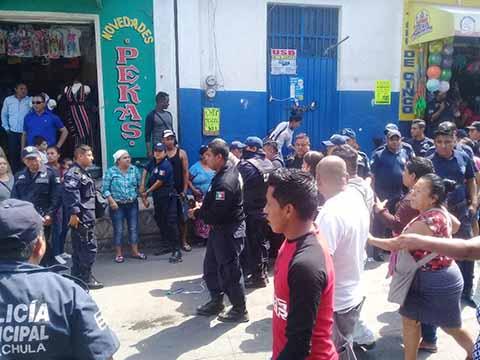 Comerciantes Ambulantes Desafían a la Autoridad, Enfrentan a Policías Para Evitar ser Reubicados