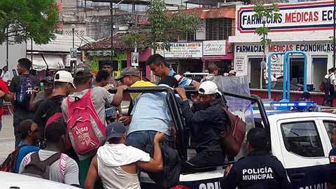 Policía de Huixtla Desvía Caravana Migrante Hacía Villa Comaltitlán