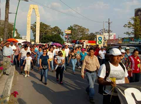 En tanto en la Ciudad de México se manifestaron por segundo día consecutivo frente a Palacio Nacional, también protestaron en distintos puntos del país. En la región se registraron movilizaciones ayer.