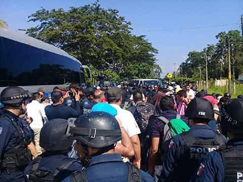 Detienen en Metapa a 400 Centroamericanos