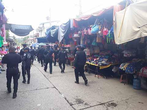 Luego del reclamo del sector empresarial y social de la región, ante la marcada ola de inseguridad, ayer fueron desplegados en los cuatro puntos de la ciudad más de dos centenares de policías.