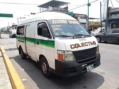 Colisión Entre Taxi y Combi