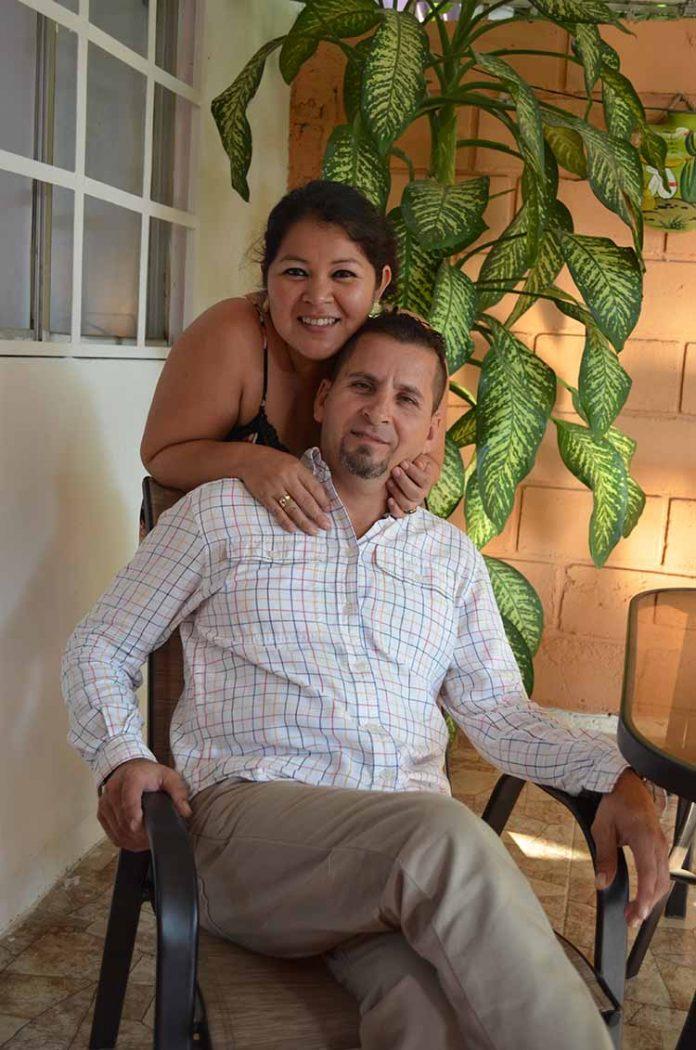 Gabriel Álvarez fue festejado por su esposa María Hernández, en su cumpleaños.