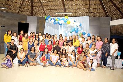Kisaí Salgado De la Cruz compartió con amigas, la próxima llegada de su segundo bebé.