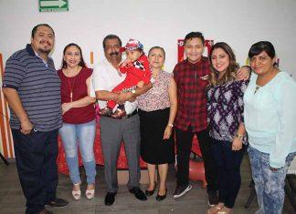 La familia Flores Nuricumbo celebró el segundo cumpleaños de Derek Moisés.
