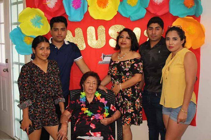 Múltiples muestras de afecto recibió Jesusa Escamilla en la celebración de su cumpleaños.