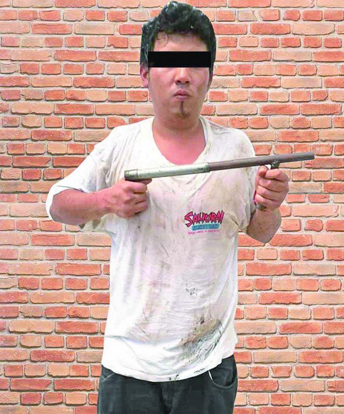 """Le Pegó a su Madre y Amenazó a los Policías con una """"Chimba"""""""
