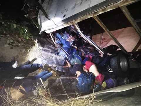 Identifican a 19 Migrantes Muertos en Accidente Carretero
