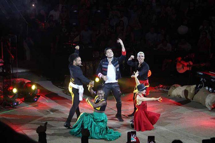 Carlos Rivera conquistó al público local con su actuación en el palenque de la Expo Feria Tapachula