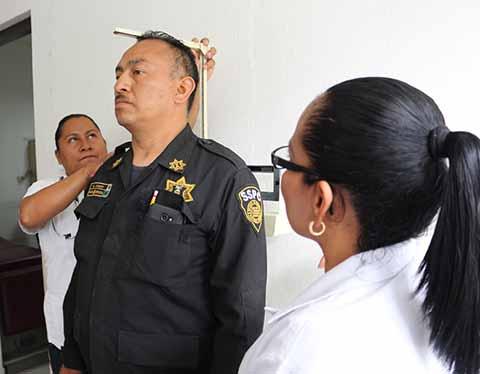 Aplican Exámenes a Policías Para Licencia Colectiva de Portación de Arma de Fuego