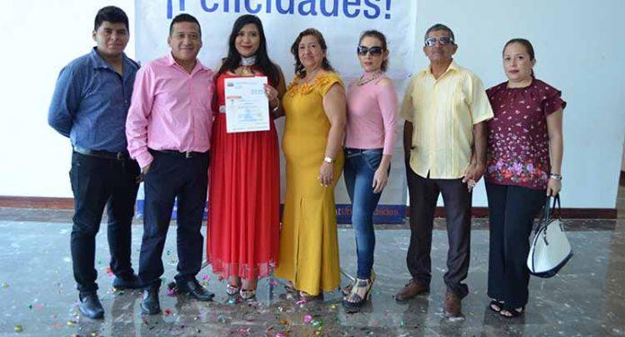 Citlali Argüello Zunún, celebró junto a su familia la culminación de sus estudios profesionales.