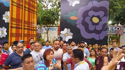 Comerciantes que ofrecen productos y servicios en la Expo Feria Tapachula, lamentaron que la muestra tiene poco interés de la población, debido a los cobros en las entradas y que no llegaron artistas de renombre.