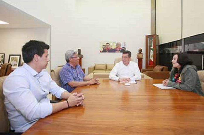El gobernador Rutilio Escandón sostuvo una reunión con la secretaria de Bienestar federal, María Luisa Albores González, donde reafirmaron la voluntad de trabajar para disminuir la brecha de desigualdad y marginación.