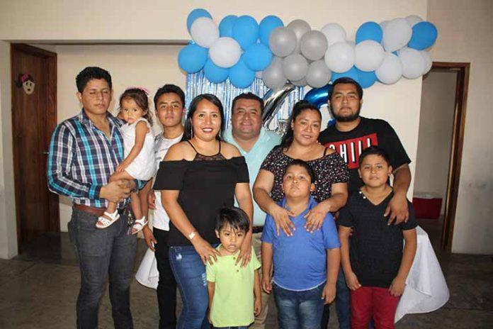 Rodolfo Méndez celebró en compañía de su familia un año más de vida.