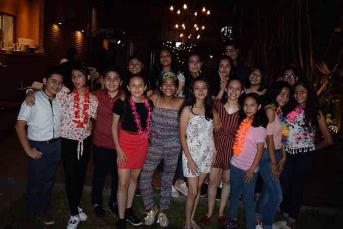 Junto a sus amigos, Ximena Escobar Ramos celebró su cumpleaños número 14.
