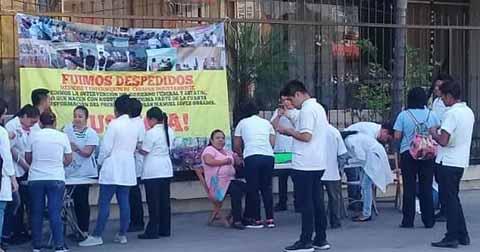 Médicos Ofrecen Consultas Gratuitas en Protesta a Despidos en la Secretaría de Salud