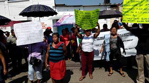 Trabajadores Cesados del Ayuntamiento de Huixtla Toman Delegación de Gobierno