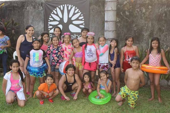 Amiguitos de colegio celebraron con Angie De la Cruz, su noveno aniversario.