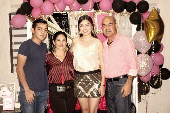 María Fernanda Zapién estuvo consentida por su hermano Luis y sus padres Eva & Alfredo, al cumplir sus 25 años