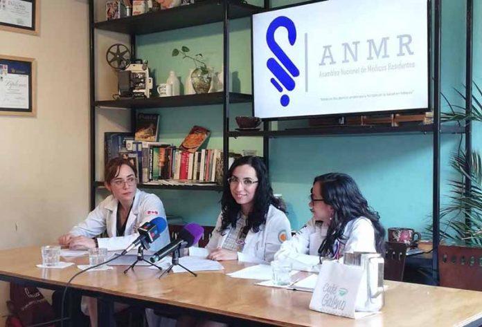 Médicos Residentes de 24 Estados Exigen Pagos Atrasados a la SSA