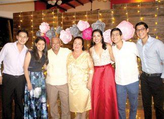 Javier Rodas, Marian Rodas, Liliana López, Edgar López, Roberto Moscoso celebraron a sus abuelos Romeo Rodas & Marina Gallegos por los 50 años de Matrimonio
