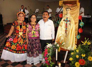 Lissette Velázquez, Eloida Fuentes, Juan Velázquez, festejaron la Vela de San Vicente Ferrer.