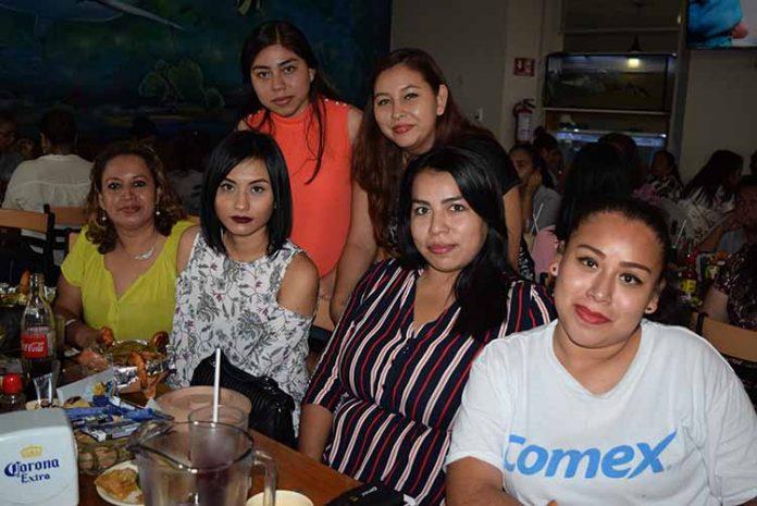 Alejandra Martínez, Evelin Arrazate, Magdalena Maldonado, Alejandra Gálvez, Perla Cañedo, Adriana Caballero, formaron parte de la celebración que COMEX ofreció a las mamás de su staff.