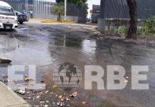 """En la colonia """"Francisco Sarabia"""" reportan una fuga de aguas negras, que no han resuelto."""