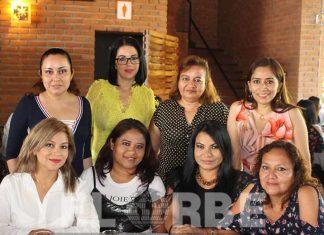 amilet Díaz, Danyra González, Lina Tercero, Juana Ovando, Teresa Juárez, Susana López, Rossmery González, Guadalupe Gálvez, en el festejo del Poder Judicial del Estado