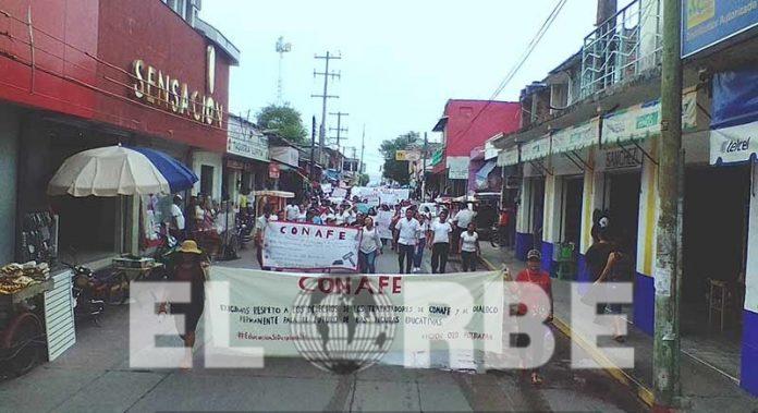 Protestan 150 Trabajadores del CONAFE Denuncian Despido Injustificado