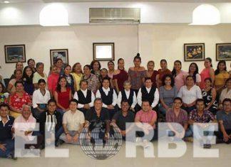 Docentes del colegio Constancia y Trabajo, recibieron especial homenaje en su día.