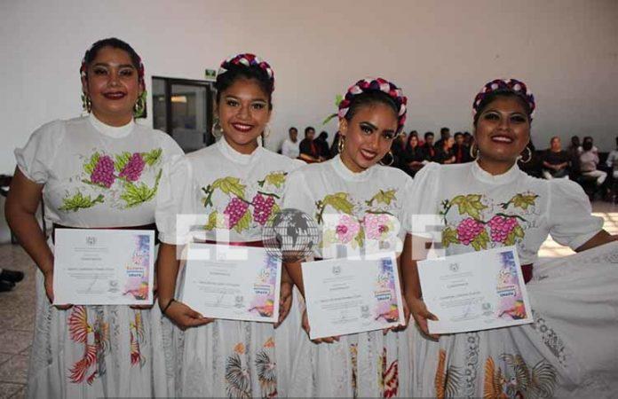 Jazmín Hidalgo, Astrid López, María Morales, Guadalupe Ledezma, en la clausura de los talleres de la UNACH