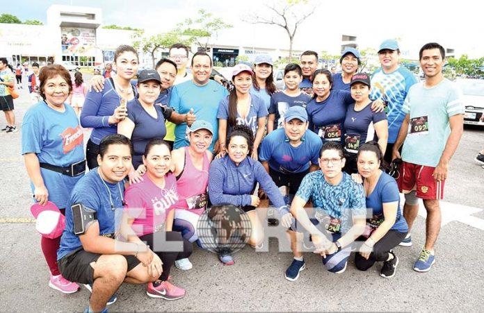 Integrantes del club de corredores Libélula Team, posaron para nuestra lente en reciente carrera deportiva.