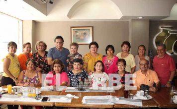 Amigos de Aracely Echeverría se reunieron para celebrar su cumpleaños.