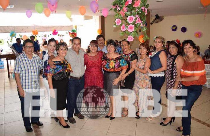 Lupita Vega festejó su aniversario personal junto a personas que le son especiales.